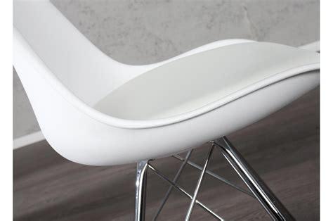 chaise coque blanche pas cher pieds chrom 233 s lot de 4 pour salle 224 manger