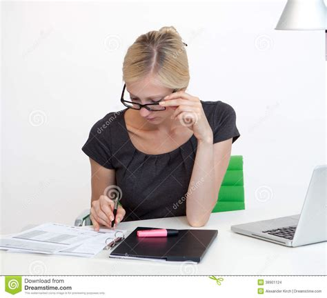 affaires de bureau femme d 39 affaires au bureau de travail photo stock image
