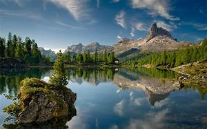 peaceful, lake, , a, small, island, house, pine, trees, , rocky
