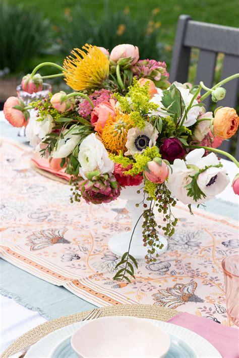 creating a gorgeous modern flower arrangement