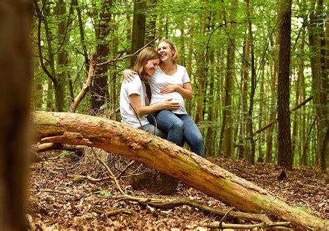 In Der Natur by Nat 252 Rliche Babybauchfotos Im Wald Berlin Mobiles