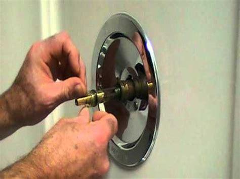 repair  leaky single lever moen bath  shower