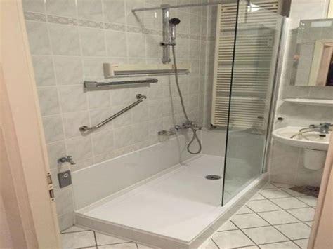 Badewanne Umbauen Zur Dusche by Dusche Zur Badewanne Umbauen Behindertengerechte Badewanne