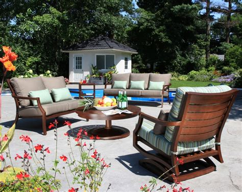 3 tips for arranging patio furniture for backyard