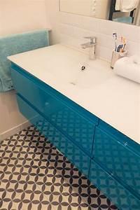 Meuble De Salle De Bain Bleu : bleu dans la salle de bains 10 inspirations d co c t maison ~ Teatrodelosmanantiales.com Idées de Décoration