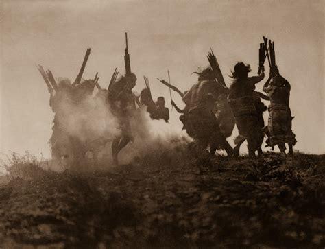 Unikāli arhīvu kadri: Indiāņu dzīve pirms 100 gadiem - Skats.lv