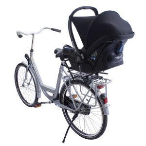 siege bebe velo suspendu famille cycliste solutions pour emmener vos enfants à
