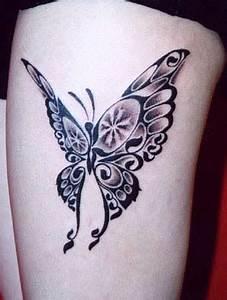 Kleiner Schmetterling Tattoo : kleiner schmetterling tattoo erstaunlicher kleiner schmetterling mit schriftzug tattoo ~ Frokenaadalensverden.com Haus und Dekorationen
