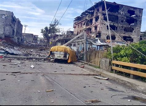 city siege 1 marawi siege city is devastated as security forces clash