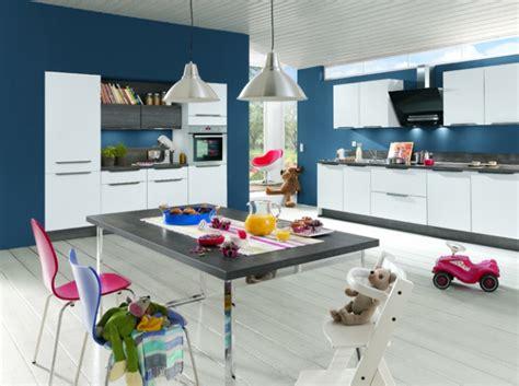 cuisine bleue et blanche mur cuisine bleu projet cuisine mur bleu