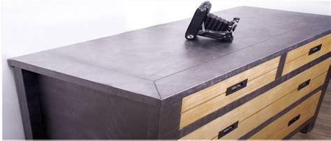 teindre un meuble deja teint peindre un meuble avec un effet blanchi patin 233 ou m 233 tal peindre vernis meubles en bois et