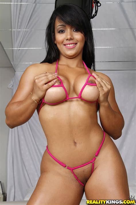 Big Ass Brunette Likes Making Porn Videos Milf Fox