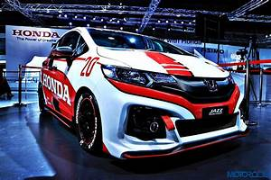 Auto Expo : auto expo 2016 the honda jazz racing concept is a visual treat motoroids ~ Gottalentnigeria.com Avis de Voitures
