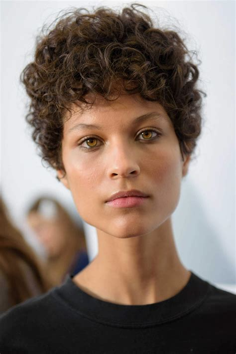 Short Curly Hair: 3 Flattering and Simple Styling Ideas