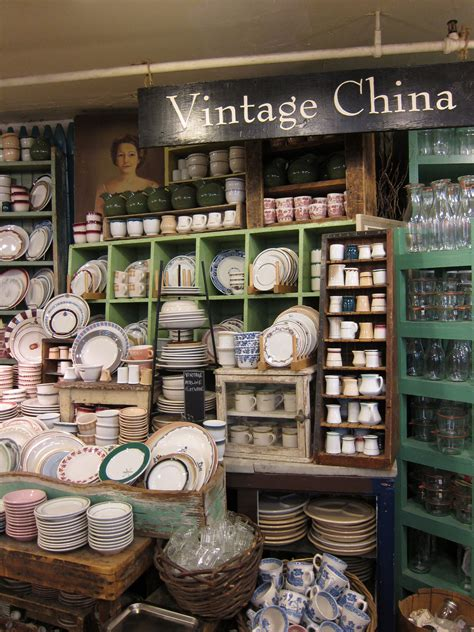 display china fish eddy dish displays retail nyc dinnerware restaurant plates antique stores dishes fishs space visual ny while merchandising