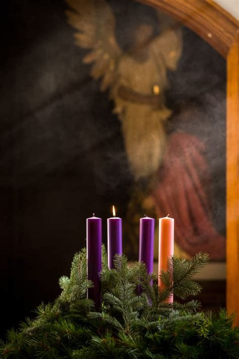 catholic liturgies avoid christmas decorations carols