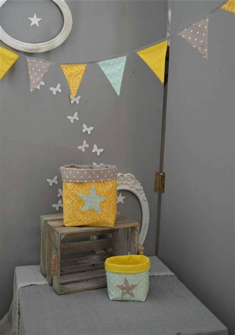 chambre jaune et gris guirlande fanions pochons vide poche rangement vert d 39 eau