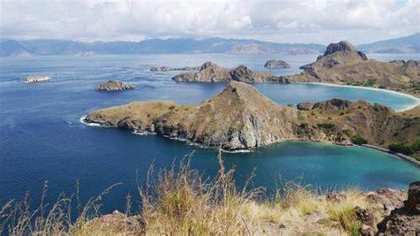 liburan  labuan bajo bisa nikmati view keren pulau padar