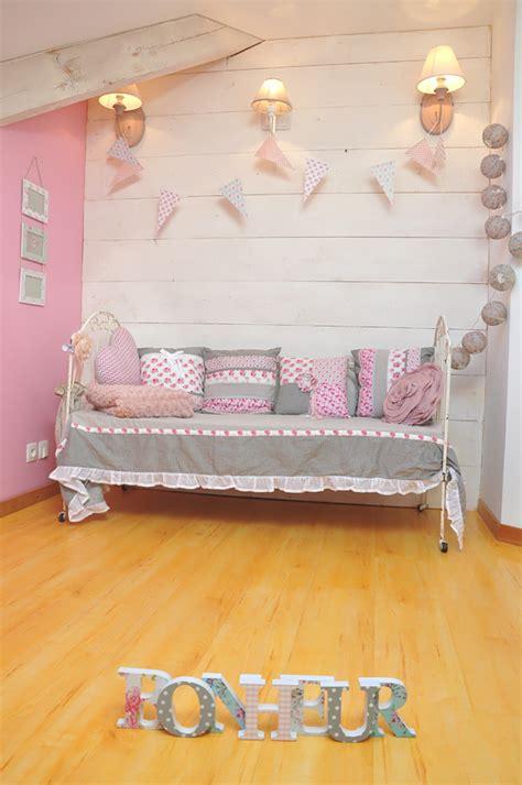 chambre a theme romantique aménagement chambre bébé romantique