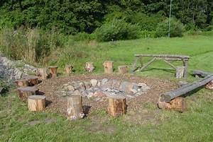 Die befestigte feuerstelle mit sitzgelegenheiten for Feuerstelle garten mit pflanzkübel de