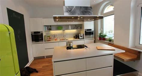 Küche Mit Insel Und Sitzplatz
