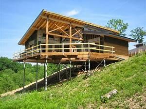 Maison sur terrain en pente construite sur une fondation for Maison terrain en pente 3 maison contemporaine bois sur pilotis par lopez