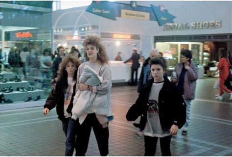 Michael Galinsky's Retro Photos of 1980s Shopping Malls ...