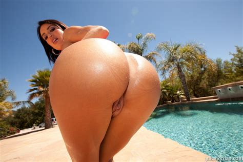 Latina Milf Franceska Jaimes Shows Off Her Amazing Ass And Ends Up With A Dp