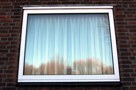 Ответы почему стало холодно в квартире и потеют окна?