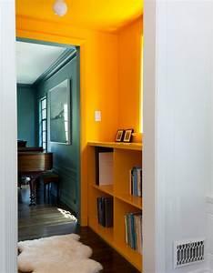 Couleur Peinture Couloir : un plafond et des murs bouton d 39 or pour un couloir ultra lumineux un plafond en couleur pour ~ Mglfilm.com Idées de Décoration