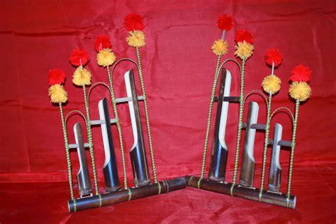Angklung merupakan salah satu jenis alat musik trasional indonesia. Alat Musik Tradisional Jawa Timur ~ Alat Musik