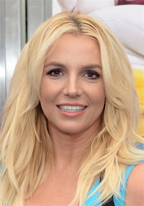 Britney Spears Beauty Looks - StyleBistro