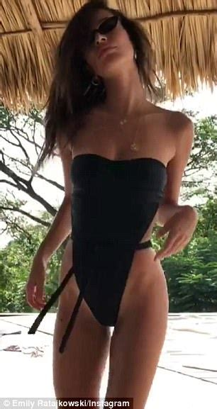 Emily Ratajkowski shows off peachy posterior in a bikini ...