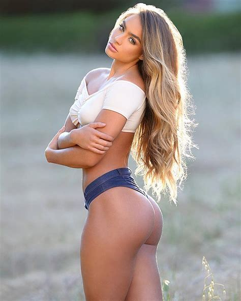 Texas Beats Notre Dame In Epic Game Sommer Ray Photos Hot Clicks Si Com