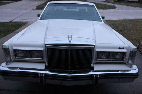 lincoln town car  sale
