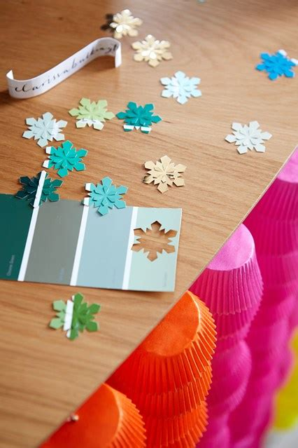 make your own confetti christmas table decorating