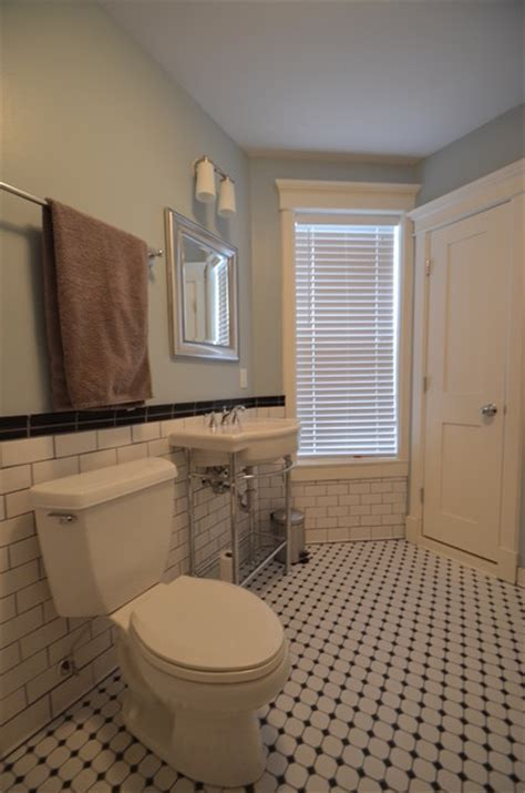 Retro. Craftsman Style Subway Bathroom