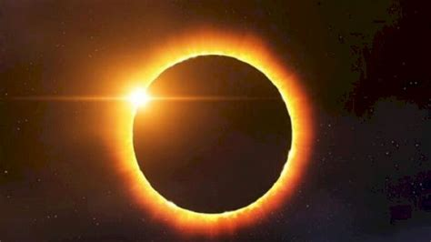 Hal ini terjadi ketika bumi berada di antara matahari dan bulan pada garis lurus yang sama, sehingga sinar matahari tidak dapat mencapai bulan karena terhalang oleh bumi. Kapan Lagi Terjadi Gerhana Matahari Cincin?