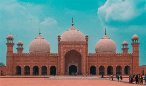 A Stroll Towards Top 12 Cultural Heritage Sites in Lahore