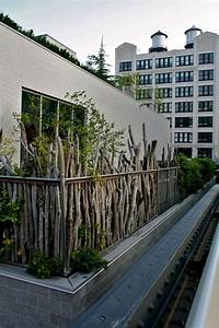 balkon sichtschutz ideen holz zweige pflanzen rustikal With französischer balkon mit zaun garten