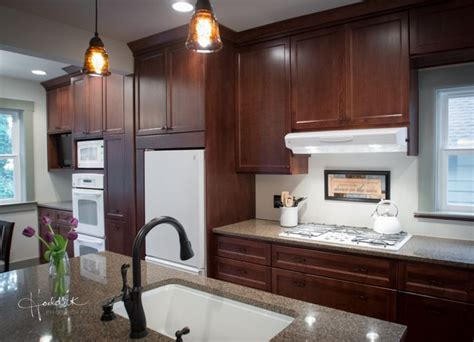 kitchens with white appliances and oak cabinets 1000 ideas about white appliances on kitchen 9860