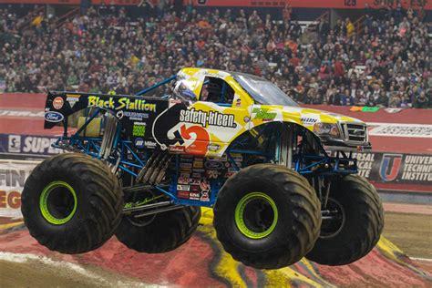 monster trucks videos 2013 monster jam photos syracuse monster jam 2013