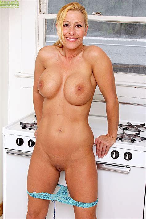 Naked Moms Image 32591
