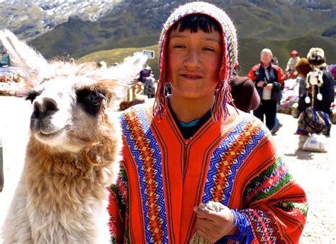 P1040117 Pérou, col de la Raya, un Péruvien et son lama ...