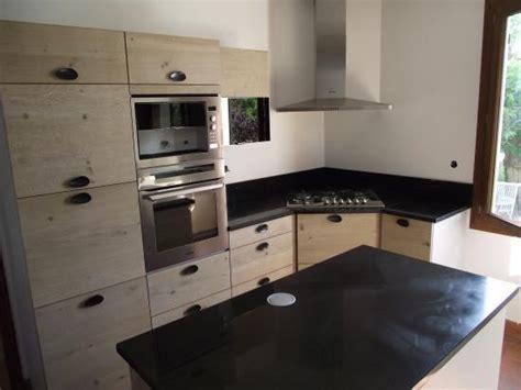 comptoir de cuisine quartz ou granit plan cuisine granit adouci poli granitier dans le