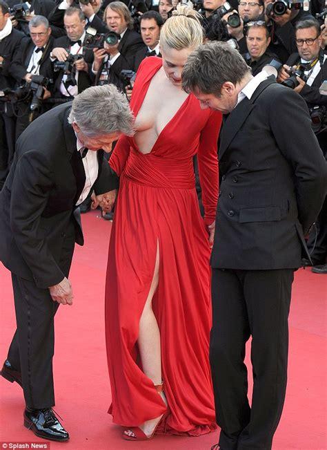 Now that's daring! Roman Polanski's wife Emmanuelle