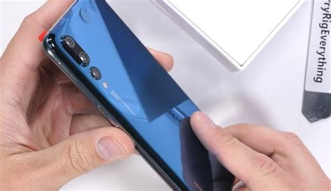 Huawei P20 Pro undergoes a vicious durability test | Video ...