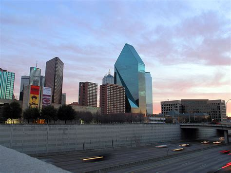 texas highway spur state dallas park highways place interchange downtown street before southwest klyde warren fountain wikipedia road 8a