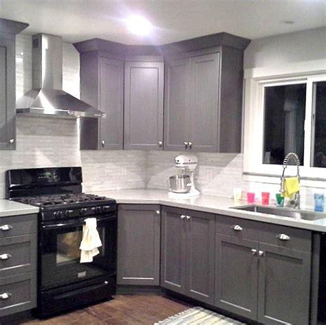 kitchen cabinets black appliances grey cabinets black appliances silver hardware 5931