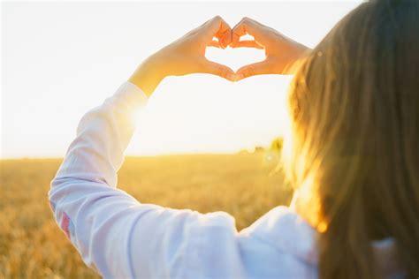 selbstmitgefhl wie du lernst dich liebevoll anzunehmen